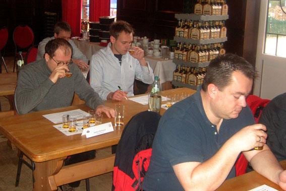 Im Störtebeker-Lehrgang wurden 16 Teilnehmer zu Biersommeliers ausgebildet.