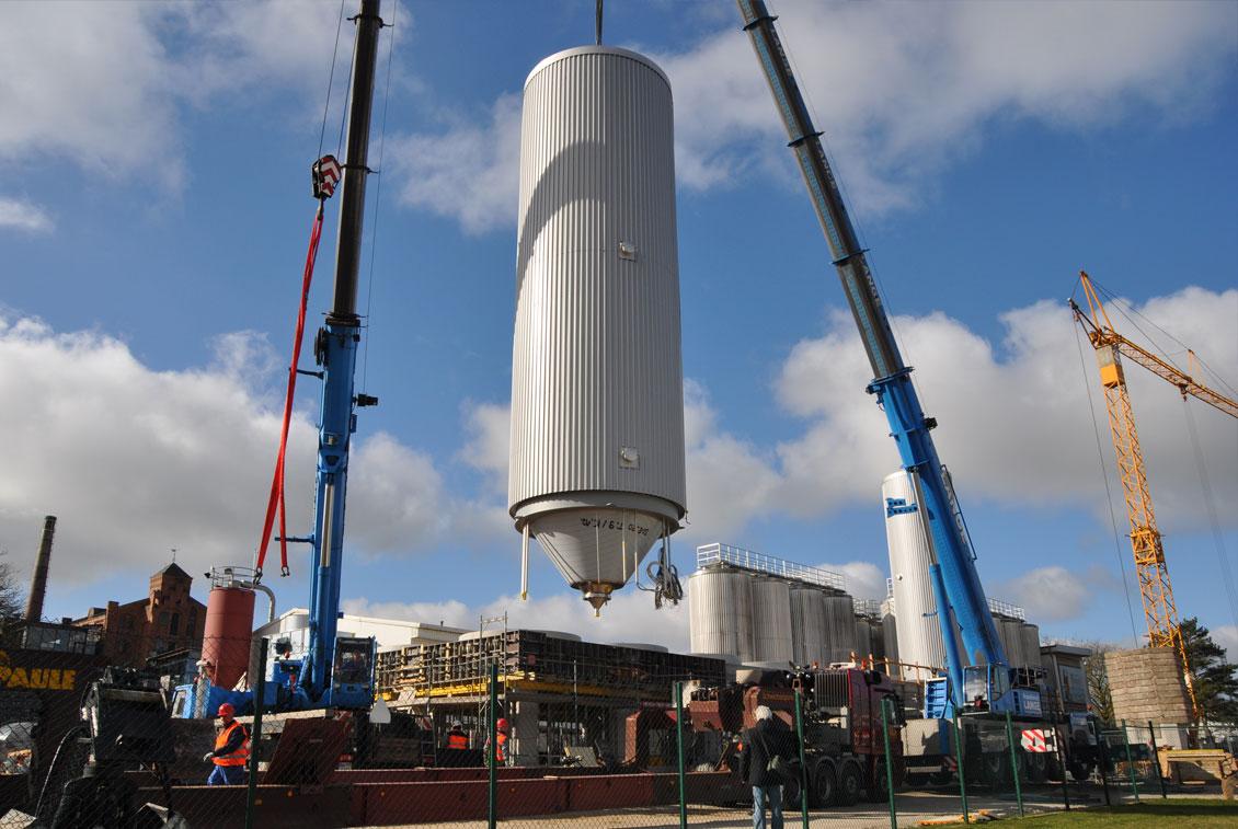 Bei einem Gewicht von 11,7 Tonnen pro Tank war dies ein Kraftakt für alle Beteiligten.