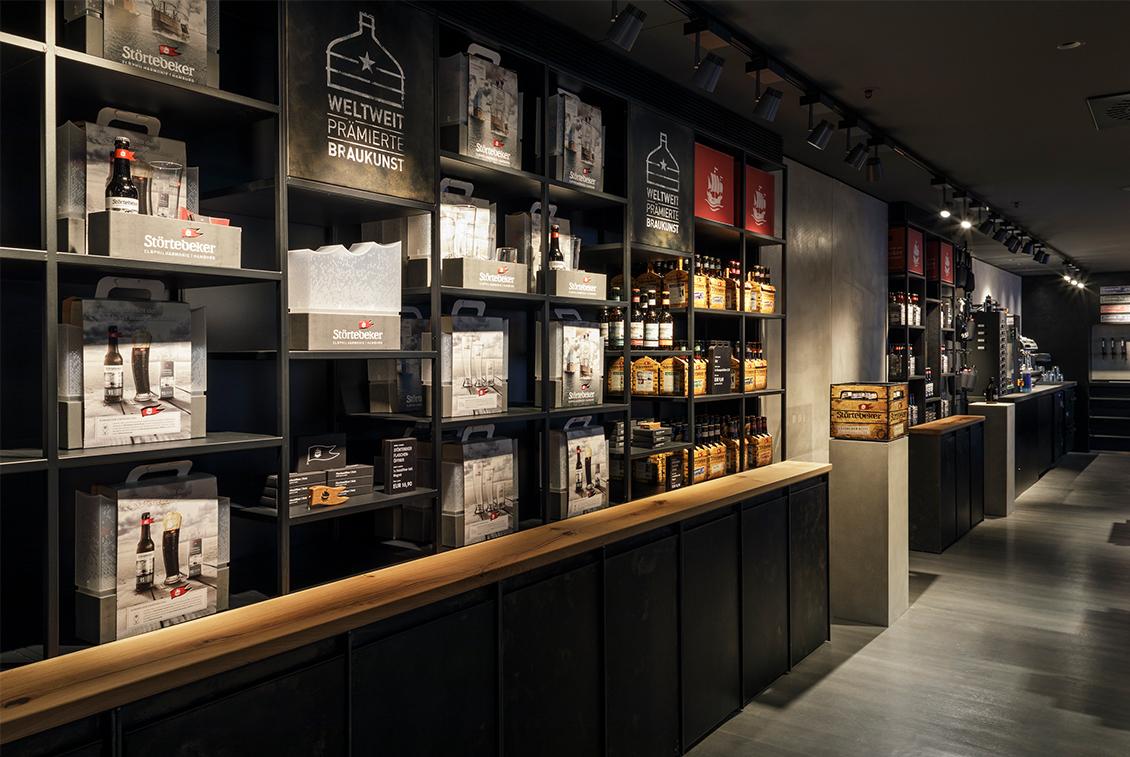 Im Taste & Shop im 6. Stockwerk gibt es exklusive Störtebeker Elbphilharmonie Souvenirs und Mitbringsel.