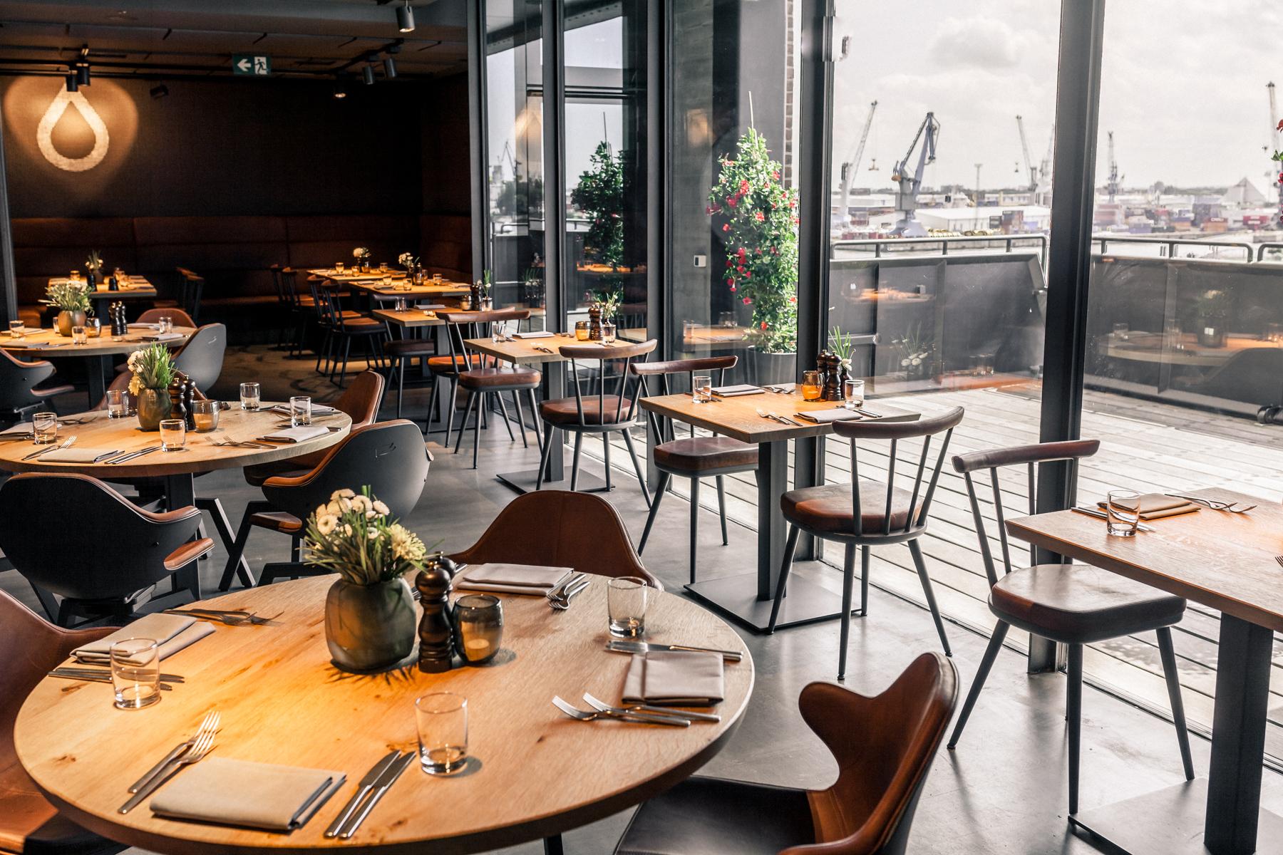 Galerie_Restaurant_Runde_Tische
