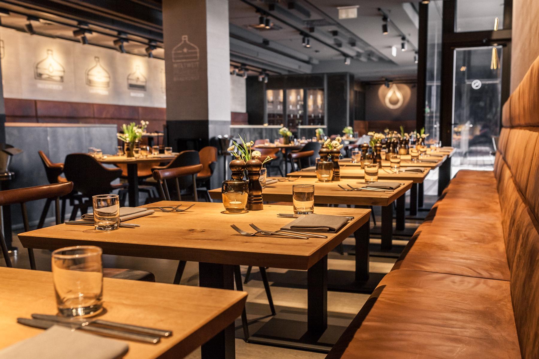 Galerie_Restaurant_Tischreihe