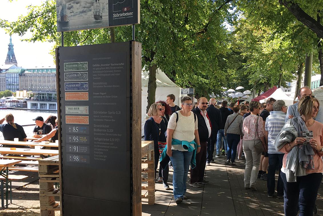 Der Stand der Störtebeker Elbphilharmonie am Neuen Jungfernstieg.