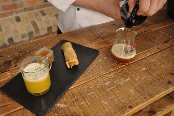 Curry-Zitronengras-Suppe mit Frühlingsrolle zum Polar-Weizen aus dem Madeira-Fass