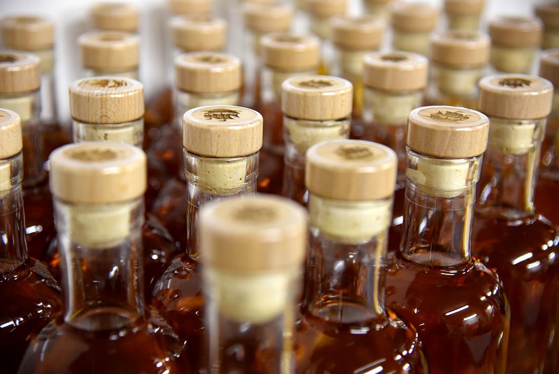 Etwa 600 Flaschen des Störtebeker Single Malt Whiskys wurden nun abgefüllt.