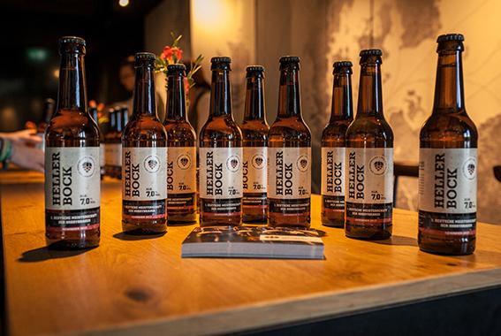 Das Helle Bockbier ist ab sofort im Störtebeker Online-Shop sowie in Hamburg, Berlin und Stralsund erhältlich.
