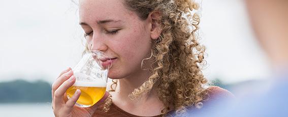 Alkoholfreies Bier enthält bis zu 0,5 % vol. Alkohol.
