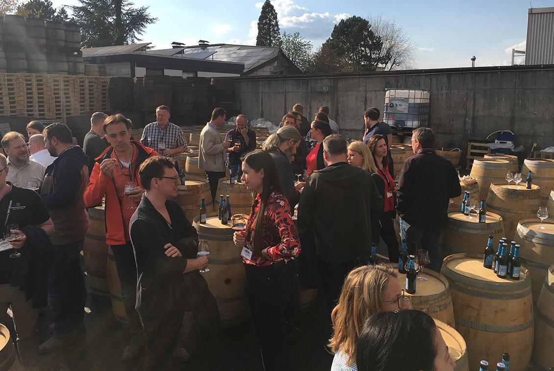 Ein buntes Rahmenprogramm wie der Besuch bei der Firma Eder (Holzfass-Hersteller) rundete die Jurysitzung zum Craft Beer Award ab.