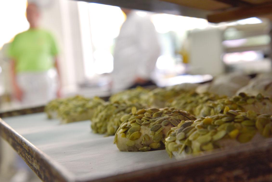 Die Brötchen werden an Gastronomien geliefert und direkt im eigenen Laden verkauft.