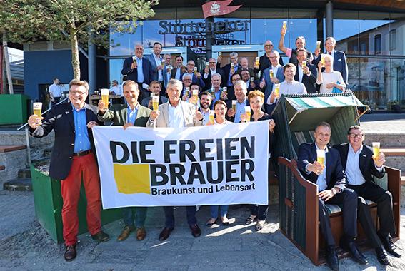 Die Gesellschafter der Freien Brauer trafen sich zum ersten Mal im Störtebeker Brauquartier in Stralsund.