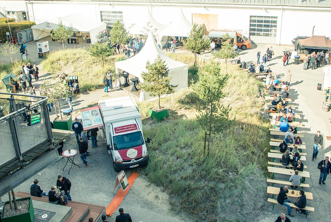Für den passenden Rahmen der Veranstaltung sorgten auch die begehrten Foodtrucks im Innenhof.