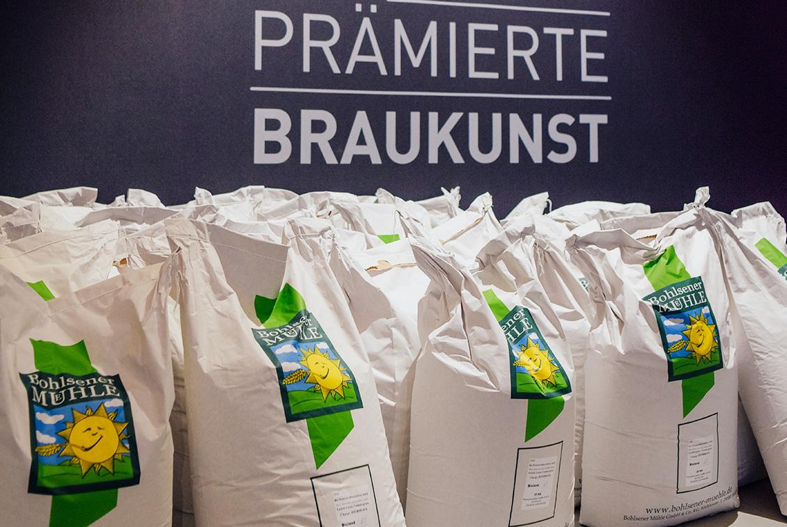 Insgesamt wurden 1300 kg Gerstenmalz, 70 kg Haferflocken und 900 kg Weizen pro Sud verwendet.