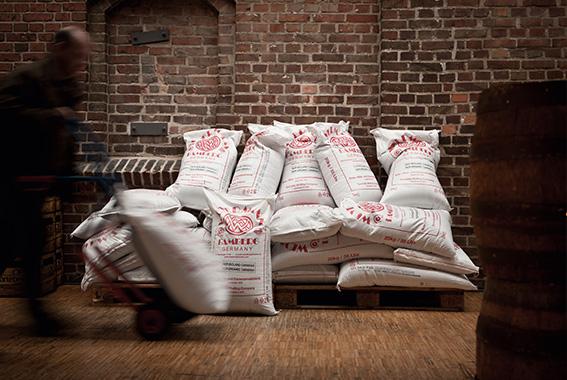 Getreide wird heutzutage vorrangig von Mälzereien zu Malz verarbeitet.