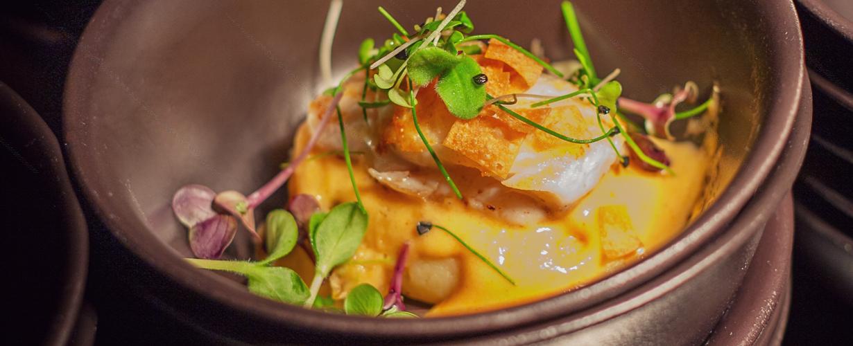 Fisch essen im Restaurant in der Elbphilharmonie