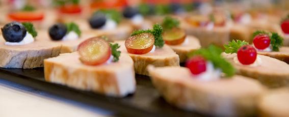 Genießen Sie kulinarische Köstlichkeiten in Ihrer Tagungspause.