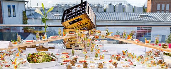 Das Team vom Störtebeker Braugasthaus kreiert für Sie ein köstliches Buffet mit herzhaften und süßen Leckereien.