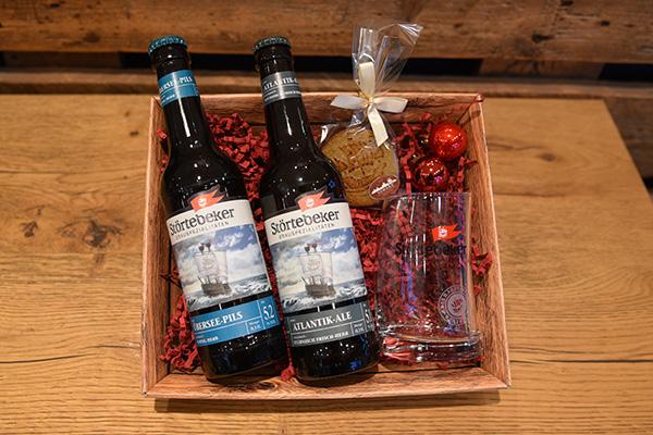 Paket Bier und Marzipan