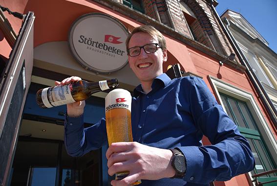 Braugasthaus-Leiter Eric Förster freut sich auf die Eröffnung am Markt 13 in Greifswald.