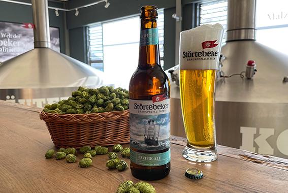 Hopfensorten von 3 verschiedenen Kontinenten verleihen dem Pazifik-Ale ein exotisches, fruchtiges Aroma.