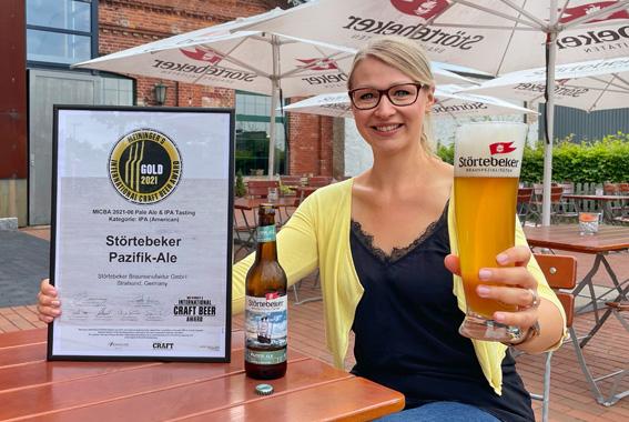 Freut sich über die begehrte Auszeichnung für das neue Störtebeker Pazifik-Ale: Biersommelier-Weltmeisterin Elisa Raus.